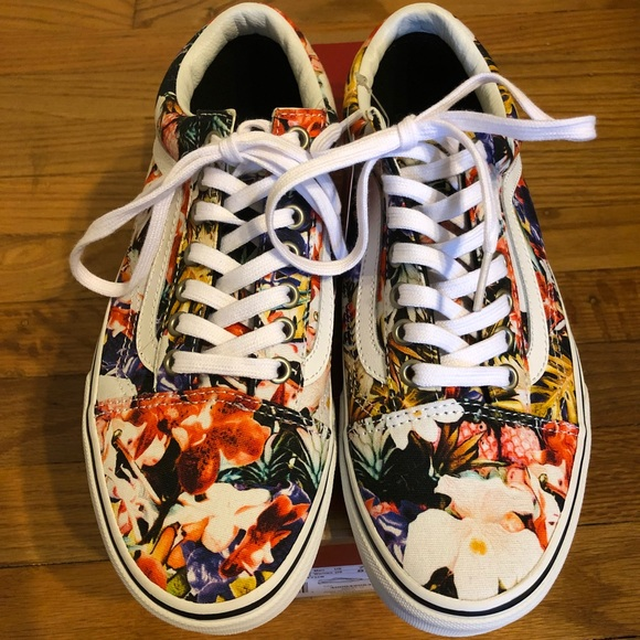 c4b5b3de86e New in Box Vans Old Skool Cuban Floral True White
